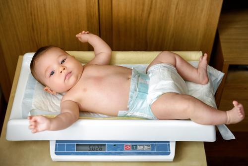 Nếu con có tăng cân chậm một chút, mẹ cũng không cần quá lo nhé!
