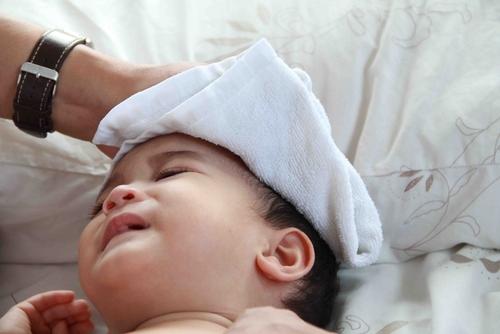 Chăm sóc trẻ bị sốt virut